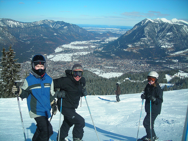 Family Skiing by Anja Johnson via Flickr