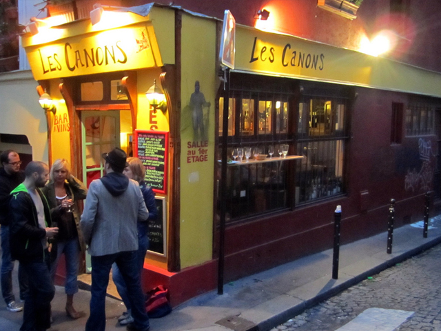 9-Bar scene, Montmartre via flickr by La Citta Vitta