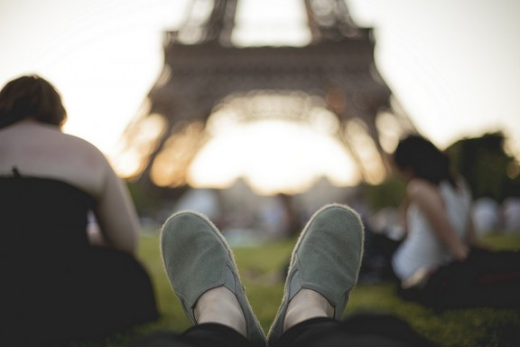 Asleep at Eiffel Tower by Alex Lau via Flickr