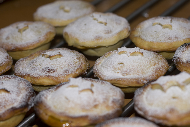 Mince pies by Peter Roberts via Flickr