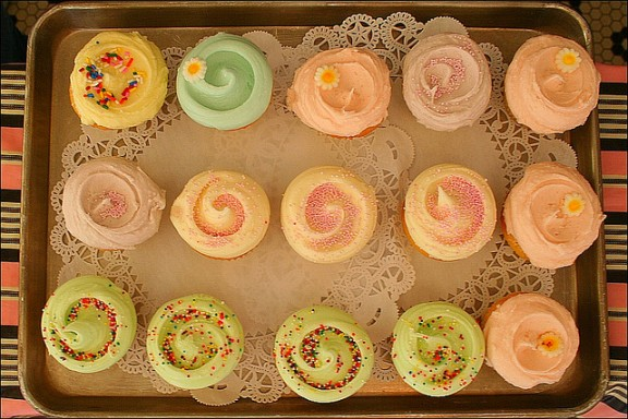 cupcakes via flickr by loop__oh