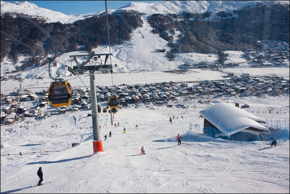 Livigno Skiing by Acidka via Flickr