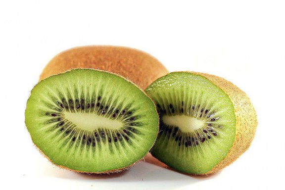 Kiwi fruit by Gaye Launder via Flickr
